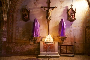 As planned, we returned to L'Eglise du Mont Carmel for a better look.  According to a sign on the door all the statuary was draped in violet cloth due to it being the 5th Sunday of Lent - or something like that.